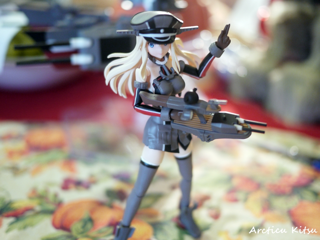 - As much as I love this pose, and how she's signaling guns to fire, that hand of hers is a pain. Even a pain rotating it in fear it'll pop off. You'll have to be highly cautious you don't lose it anywhere indoors, outdoors, or near a shipyard, dockyard, or anywhere a small part can get lost.