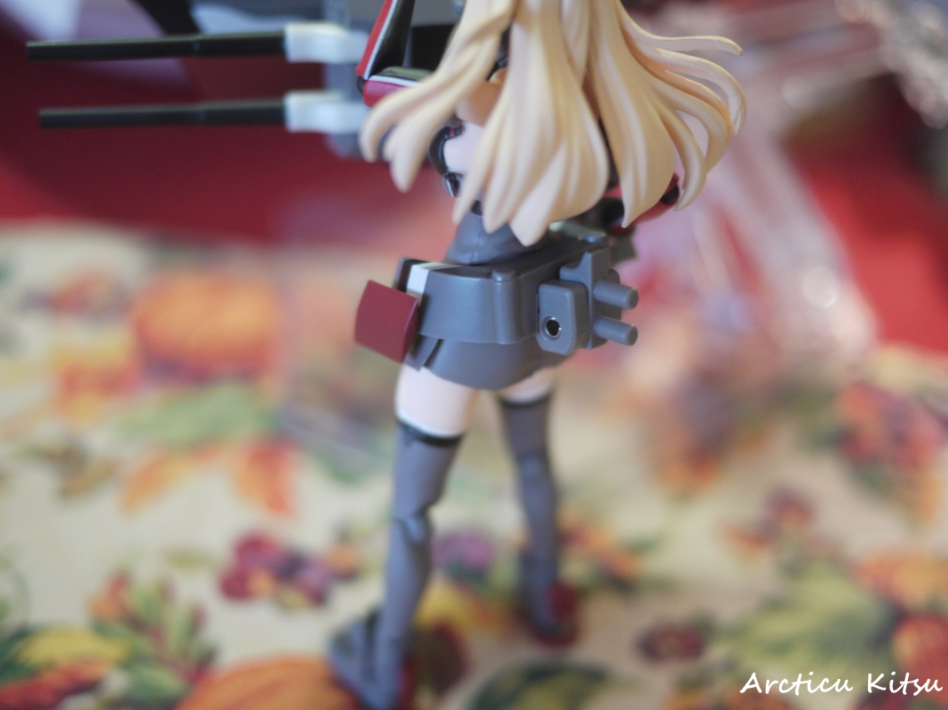 - She also comes with a peg adapter to connect her onto her Bismarck ship parts of turrets. She has to fight the Abyssals somehow, and that's the way to make her more
